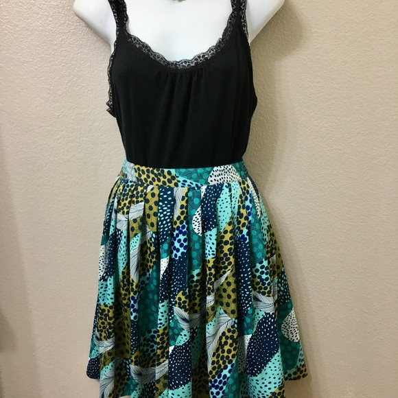 H&M Dresses & Skirts - Skirt HM Green Multicolored Pattern Size 4.